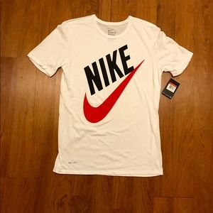 Nike Athletic Cut Tee-Shirt
